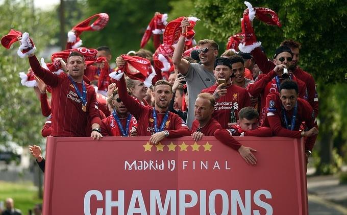 Cổ động viên mừng Liverpool