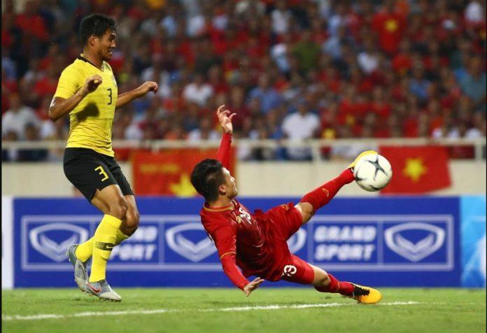 cú vô lê của Quang Hải Vietnam vs Malaysia 1-0