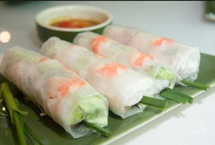 Móm ăn Việt Gỏi cuộn