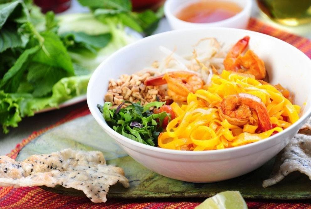 Móm ăn Việt Mì Quảng