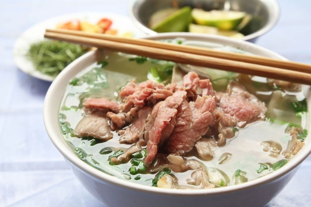 Móm ăn Việt Phở Bò